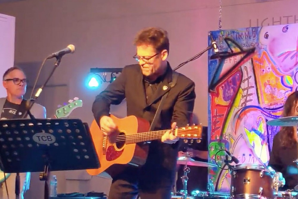 Watch Jason Newsted Cover 'Folsom Prison Blues' With His Chophouse Band
