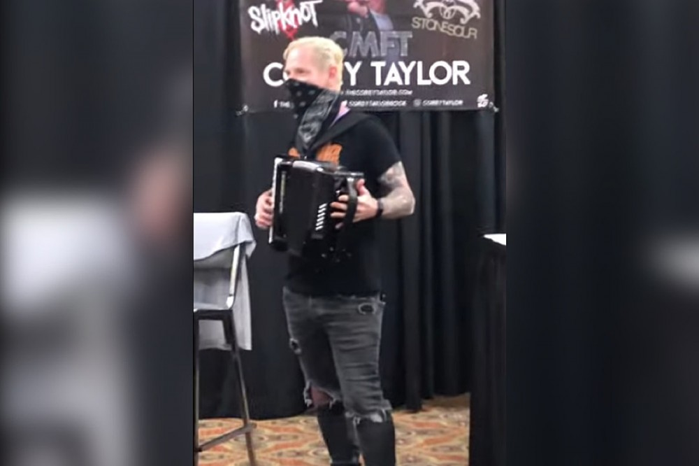 Watch Corey Taylor Play Accordion for Fans at a Horror Convention