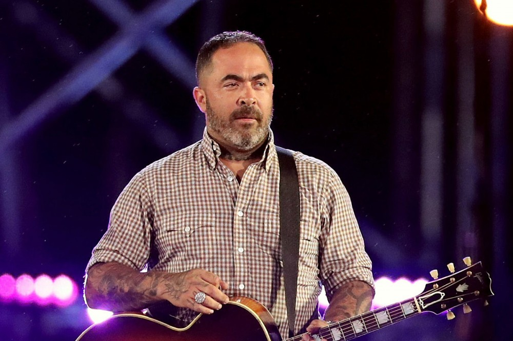 Staind's Aaron Lewis Announces 2021 U.S. Tour With Backing Band The Stateliners