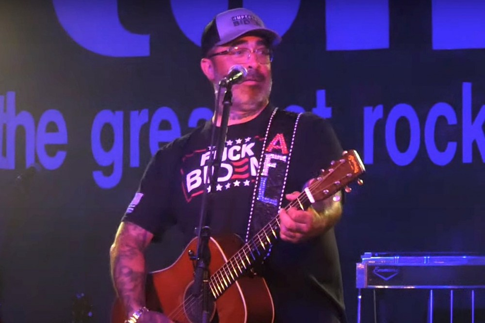 Aaron Lewis Gets Wasted Onstage, Accidentally Performs 'It's Been Awhile' Twice