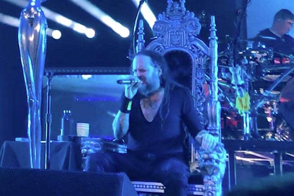 COVID 'Aftereffects' Force Jonathan Davis to Perform Korn Shows Partially Seated