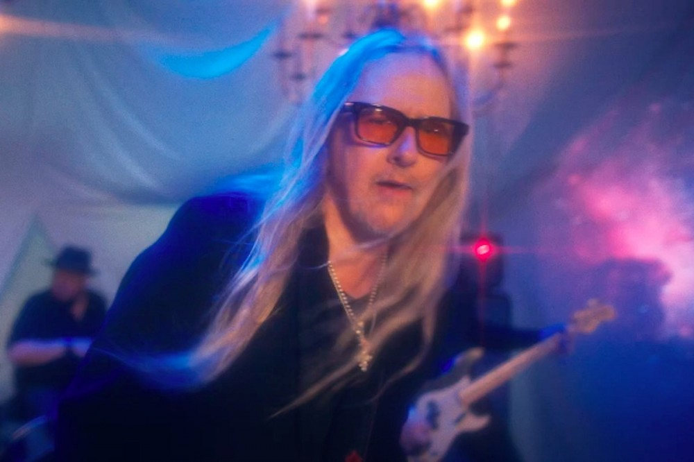 Alice in Chains' Jerry Cantrell Drops New Solo Song 'Brighten'