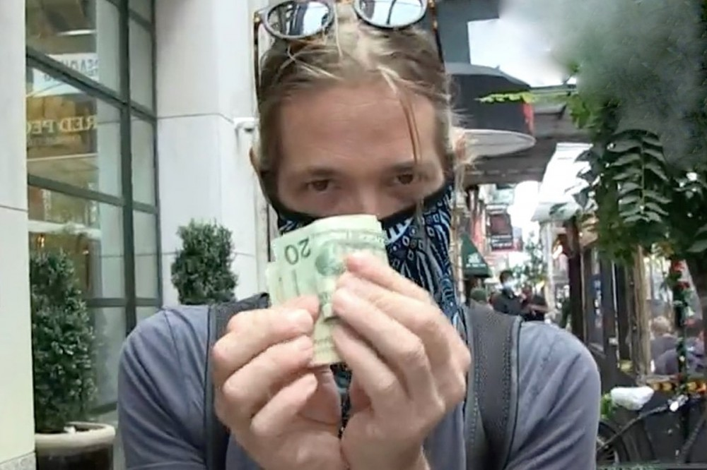 Watch Foo Fighters' Taylor Hawkins Trade Autographs for Cash