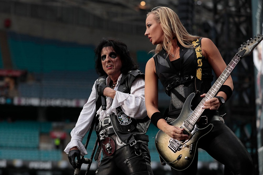 Alice Cooper Breaks Cane Onstage, Accidentally Hits Nita Strauss in the Head Mid-Song